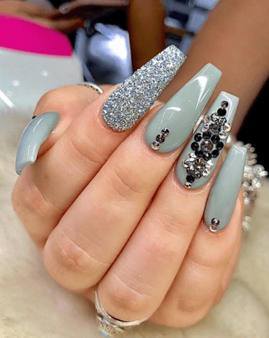 Невероятно красивые идеи летнего маникюра 2019 на ногти-пуанты | 26