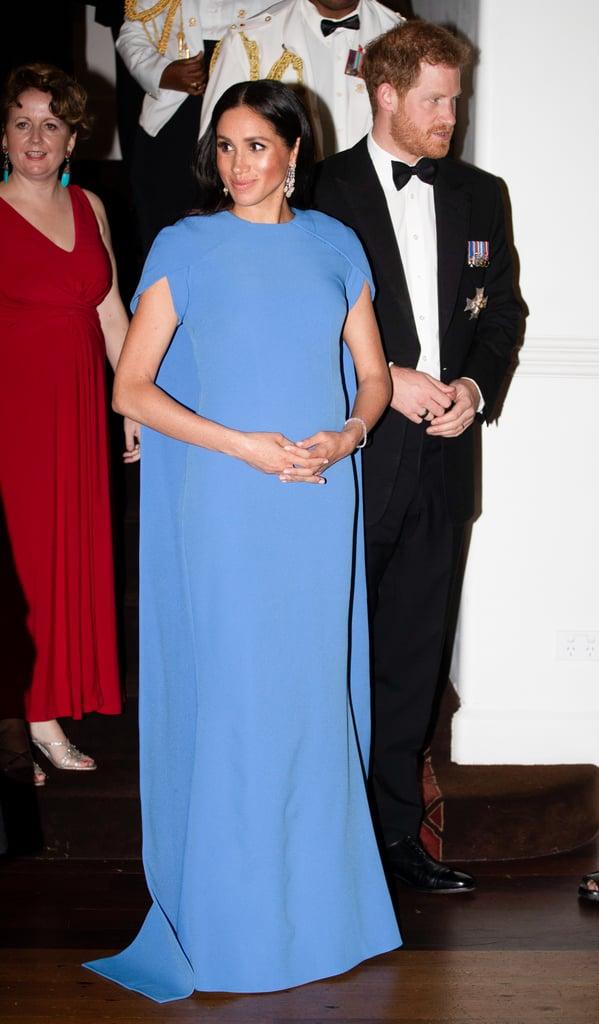 Почему Меган Маркл во время беременности предпочитала синий цвет? image3