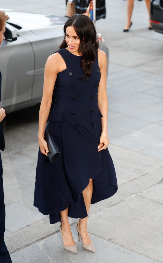 Почему Меган Маркл во время беременности предпочитала синий цвет? image6