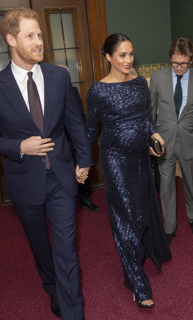 Почему Меган Маркл во время беременности предпочитала синий цвет? image9