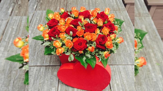 Розы микс: фонтан цветов в одном букете | 43