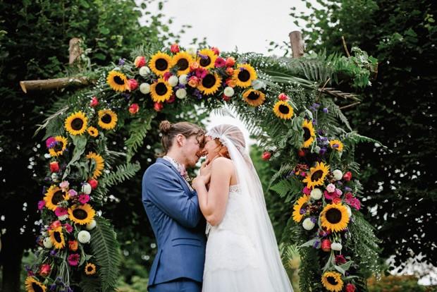 Свадебный декор из подсолнуха для самой солнечной свадьбы - image17
