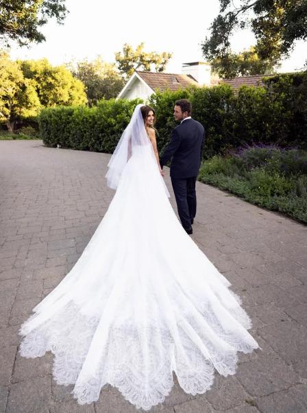 Кэтрин Шварценеггер сменила 2 свадебных платья от Армани за время торжества - image2