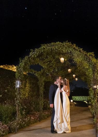 Кэтрин Шварценеггер сменила 2 свадебных платья от Армани за время торжества - image4