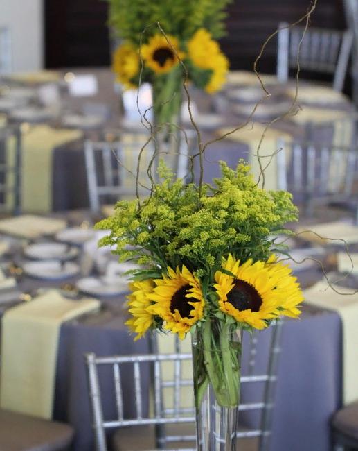 Свадебный декор из подсолнуха для самой солнечной свадьбы - image7