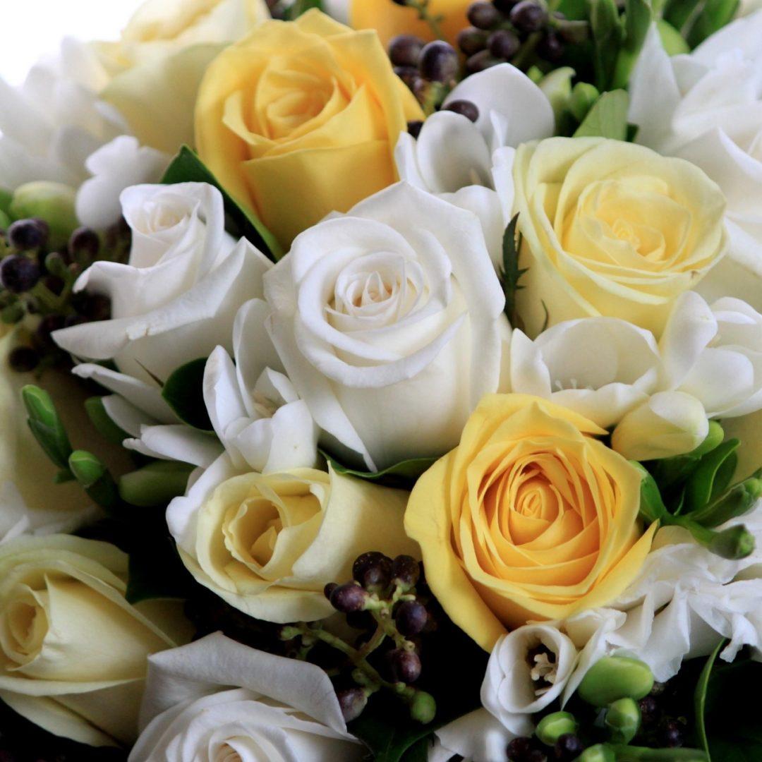 Креативная доставка цветов – букеты роз для самого значимого торжества   1